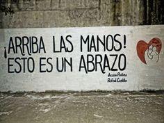 ¡Arriba las manos! Esto es un abrazo #Acción Poética Rafael Castillo #accionpoetica