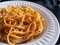 Salsa de tomate y atún para pasta Spaghetti, Ethnic Recipes, Food, Spaghetti Recipes, Cuisine, Pasta With Tuna, Macaroni, Tasty, Meals