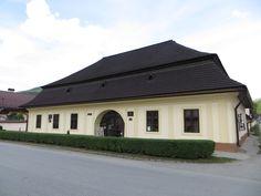 Prvé slovenské gymnázium v Revúcej Mansions, House Styles, Outdoor Decor, Home Decor, Decoration Home, Manor Houses, Room Decor, Villas, Mansion