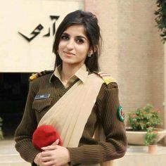 PaKisTaN ArMY LaDY OffİcErS !!!!