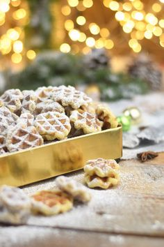 Speculaas - Waffles Cookies - Speculoos Waffle Christmas Cookies - Style and More - All kinds of trendy ideas Best Sugar Cookie Recipe, Best Sugar Cookies, Chocolate Cookie Recipes, Easy Cookie Recipes, Chocolate Chip Cookies, Waffle Biscuits, Waffle Cookies, Cake Mix Cookies, Baby Cookies