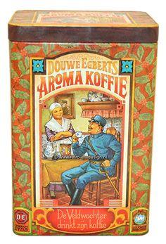 """Vintage Douwe Egberts bewaarbus voor aroma koffie  Mooi oud vintage voorraadblik van Douwe Egberts voor koffie. Op het deksel de tekst: """"Bewaarbus voor aroma Koffie"""". Op de zijkanten van de bus bevinden zich vier verschillende afbeeldingen.  zie: http://www.retro-en-design.nl/a-43393291/blikken/vintage-douwe-egberts-bewaarbus-voor-aroma-koffie/"""