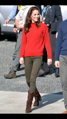 Kate Middleton from The Big Picture: Todays Hot Pics Girl next door! The royal looks casual cool while visiting Haida Gwaii in British Columbia, Canada. - My Brand New Outfit Kate Middleton Outfits, Looks Kate Middleton, Estilo Kate Middleton, Princesa Kate, Stil Inspiration, Herzogin Von Cambridge, Style Feminin, Best Casual Outfits, Maxi Romper