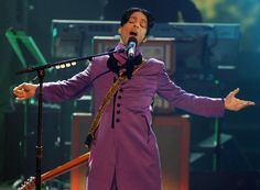 Prince Photos Photos - Musician Prince performs the Chaka Khan tribute onstage at the 2006 BET Awards at the Shrine Auditorium on June 27, 2006 in Los Angeles, California. - Entertainment Pictures Of The Week - 2006, June 29