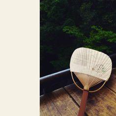 うちわ完備でお待ちしております 川からの風は涼しくて気持ちいいです  #箕面 #日本茶 #CHAnoMA #Minoo #Matcha #日本酒 #抹茶 #煎茶 #箕面ビール #古本#ブックカフェ#ひなたブック