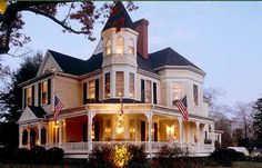 The Oaks Victorian Inn Bed and Breakfast- Christiansburg, VA is almost exactly how I picture the Bell House B&B in Ferndale. Bed & Breakfast, Victorian Style Homes, Victorian Bed, Second Empire, Victorian Architecture, House Goals, Interior Exterior, Old Houses, My Dream Home
