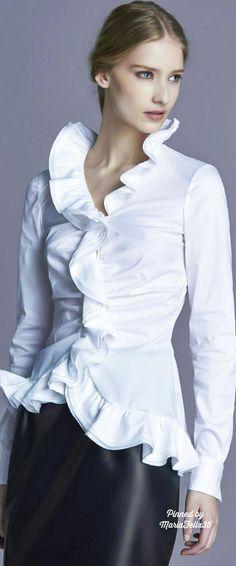 that white shirt . X ღɱɧღ Classic White Shirt, Crisp White Shirt, White Shirts, White Blouses, Fashion And Beauty Tips, Look Fashion, Timeless Fashion, Fashion Design, Timeless Elegance