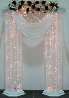 Resultado de imagen para how to make DIY lighted wedding columns How To Make Diy, How To Make Light, Wedding Pillars, Diy Wedding Lighting, Wedding Aisle Decorations, Wedding Backdrops, Wedding Tables, Wedding Ideas, Decor Wedding