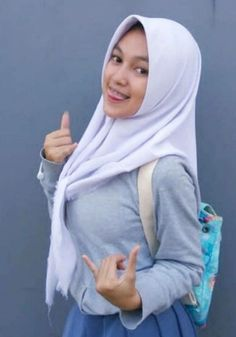 Girl in Hijab Beautiful Hijab Girl, Beautiful Muslim Women, Beautiful Asian Girls, Arab Girls, Muslim Girls, Muslim Brides, Hijab Fashion, Girl Fashion, Womens Fashion