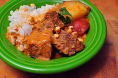 30 min instead added garlic Pressure Cooker Massaman Beef Curry - Dad Cooks DinnerDad Cooks Dinner Curry Recipes, Asian Recipes, Beef Recipes, Cooking Recipes, Healthy Recipes, Healthy Meals, Healthy Food, Instant Pot Pressure Cooker, Recipes