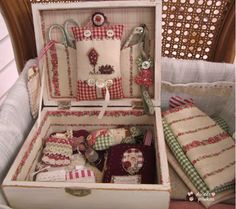 Sewing Case, Sewing Box, Love Sewing, Quilting Projects, Sewing Projects, Handmade Crafts, Diy And Crafts, Fabric Crafts, Sewing Crafts