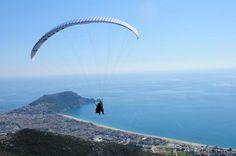 Gleitschirmfliegen über der Halbinsel von Alanya