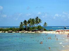 Segunda Praia é dona de um dos mais belos cartões postais da ilha.