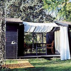 Deux cabanes de jardin et une chappe de béton comme maison de campagne