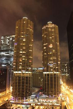 AD Classics: Marina City,© Flickr User: moaksey