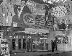 """Cinema Rex, """"To Catch a Thief"""", een film uit 1955. Het bijbehorende artikel uit de Gazet van Antwerpen vermeldde oa. dat 26 augustus 1993, het einde van het """"REX concern"""" betekende."""