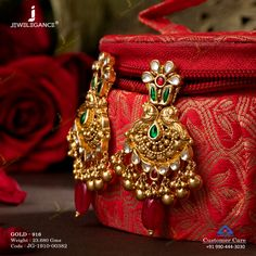 Jewelry OFF! Unique earrings with intricate patterns. Gold Jhumka Earrings, Indian Jewelry Earrings, Jewelry Design Earrings, Gold Earrings Designs, Unique Earrings, Gold Jewellery, Gold Designs, Antique Jewellery Designs, Gold Jewelry Simple