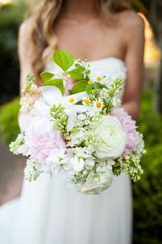 Lush pink and white bouquet #pink #white #peony #bouquet
