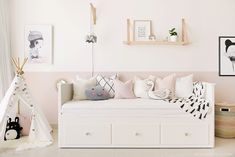 40 Cute Bedroom Decor Ideas for Girls 40 Sweetest Bedding Ideas For Girls' Bedrooms Decor 15 Cute Bedroom Decor, Pretty Bedroom, Ikea Bedroom, Shabby Bedroom, Warm Bedroom, Bedroom Dressers, Ikea Hemnes Bed, Hemnes Day Bed, Ikea Daybed