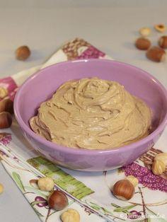 Come fare la crema alla nocciola Kinds Of Pie, Ganache Frosting, Torte Cake, Cheesecake Desserts, Sweet Sauce, Relleno, Cake Cookies, Nutella, Italian Recipes