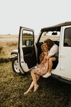 Sarasota is a home away from home for me and David. We go there when we need to get away, relax, and not think. Too hard, anyway. Perhaps read a good book. Couple Posing, Couple Shoot, Couple Photography, Photography Poses, Jeep Wedding, Engagement Couple, Engagement Session, Engagements, Jeep Photos