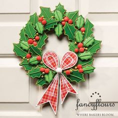 Give the gift of an edible wreath this holiday season! Fancy Flours offers a full Julia Usher Holly Wreath Project Kit to get you started. The project kit includes custom 6 piece cutter set, red gu… Christmas Sweets, Christmas Cooking, Noel Christmas, Christmas Goodies, Christmas Cakes, Christmas Decorations, Cute Cookies, Holiday Cookies, Sugar Cookies
