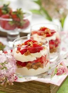 Easy Self Catering Meals Strawberry Cream Cakes, Strawberries And Cream, Milo Cake, Choco Lava, Super Moist Chocolate Cake, Condensed Milk Cake, Fudgy Brownies, Lava Cakes, Fudge Recipes