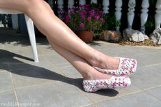 free granny square slipper pattern- awesome! I need to learn to do a granny square