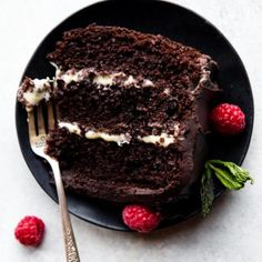 Tuxedo cake is the most special and celebratory dessert! It's moist chocolate cake with a thick white ganache filling and dark chocolate fudge frosting. Easy Chocolate Mousse, Chocolate Fudge Frosting, Flourless Chocolate Cakes, Chocolate Shavings, Chocolate Flavors, Chocolate Desserts, Cake Chocolate, Halloween Cookie Recipes, Halloween Cookies