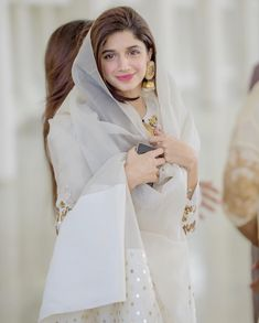 Mawra Hocane Looking Awesome at her Brother Nikaah Pakistani Party Wear, Pakistani Girl, Pakistani Dress Design, Pakistani Actress, Pakistani Dresses, Indian Dresses, Indian Outfits, Stylish Girl Images, Stylish Girl Pic