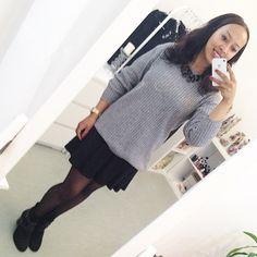 """""""OotD: Heute mache ich einen auf gemütlich: Lässiger grauer Kuschelpullover mit schwarzem Tellerrock von @tally_weijl und einer schwarzen Statement-Kette """" www.prizmahfashion.com"""
