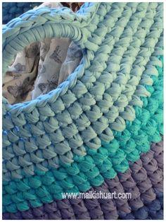 A big storage basket Made of T-Shirt yarn-Trapillo