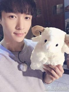 Weibo update////he's so cute