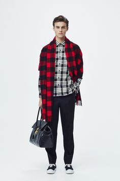 #2 Shirt:TOMORROWLAND/¥24,840 Pants:TOMORROWLAND/¥22,680 Muffler:Blech/¥27,000 Bag:TOMORROWLAND/¥78,840 Shoes:SPECTUSSHOECO./¥21,060