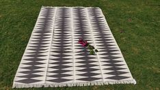 Handwoven Flat Weave Area Carpet Decorative Modern Pattern 6'x9' Feet Cotton Rug #Handmade #Braided Picnic Blanket, Outdoor Blanket, Slippery Floor, Dhurrie Rugs, Marble Floor, Weave, Hand Weaving, Carpet, Flat