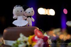 Es un Mundo Amigurumi: Osos novios sobre su torta... Crochet Wedding Cake Toppers!