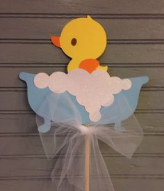 Rubber Ducky Centerpiece by NoOneLikeYou on Etsy Baby Shower Cake Pops, Baby Shower Niño, Baby Shower Vintage, Diy Baby Shower Decorations, Baby Shower Centerpieces, Ducky Baby Showers, Rubber Ducky Baby Shower, Rubber Ducky Birthday, Rubber Ducky Party