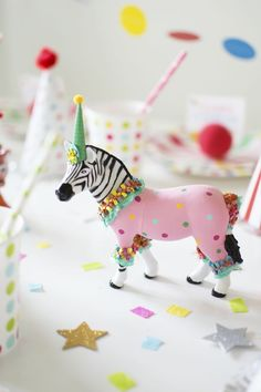 How To Throw a Fantastic Circus Animal Parade Party. Recreate these adorable circus party ideas to celebrate your little one's next birthday! Circus Birthday, Animal Birthday, Birthday Parties, Birthday Banners, Farm Birthday, Birthday Invitations, Plastic Animal Crafts, Plastic Animals, Circus Animal Crafts