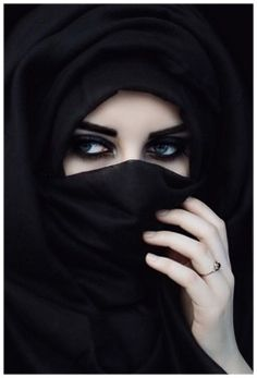 arabic girl in black niqab photos pictures styles hijab fashion beautiful women half images girlvalue photo Beautiful Muslim Women, Beautiful Hijab, Gorgeous Eyes, Niqab Eyes, Arabian Eyes, Arabian Women, Niqab Fashion, Fashion Muslimah, Muslim Fashion