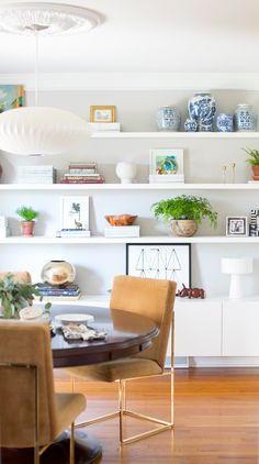 It's Week Everyone is working hard and creating gorgeous spaces. This stunning dual functioning dining room / office… Dining Room Shelves, Dining Room Office, Floating Shelves Bedroom, Muebles Living, White Shelves, Open Shelves, White Bookshelves, Display Shelves, Bookshelf Styling