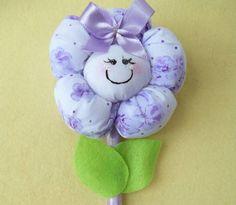 Canetas decoradas com lindas florzinhas de tecido.  Fazemos outras cores e modelos. R$ 5,30