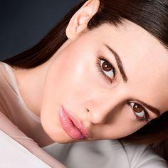Cómo maquillarse paso a paso el rostro para presumir de piel radiante