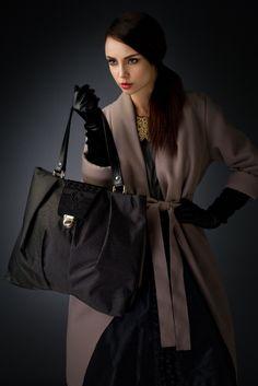 http://goshico.com/en/torba-na-ramie-z-haftowana-klapa-goddess.html PRICE: 91.50 €