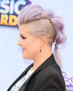 How Kelly Osbourne Proves It Is Best to Follow Your Own Beauty Rules