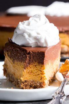 Pumpkin Chocolate Cashew Cheesecake (Paleo, Vegan, No-Bake) - Vegan Cheesecake Recipes Paleo Sweets, Paleo Dessert, Healthy Desserts, Dessert Recipes, Paleo Appetizers, Dinner Dessert, Recipes Dinner, Breakfast Recipes, Cashew Cheesecake