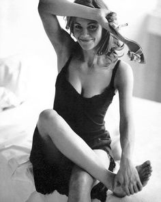 Find images and videos about beautiful, black and white and Diane Lane on We Heart It - the app to get lost in what you love. Diane Lane Unfaithful, Most Beautiful Women, Beautiful People, Actrices Hollywood, Jolie Photo, Poses, Sandra Bullock, Aging Gracefully, Timeless Beauty