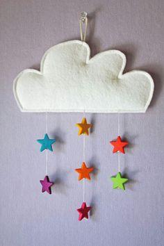 Manualidad con fieltro: nube con estrellas de colores