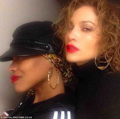 Jennifer Lopez went back to the with curly hair, red lips, and street fashion. J Lo Fashion, Street Fashion, Cute Medium Length Hairstyles, Pictures Of Jennifer Lopez, Instagram Snap, Red Lips, Celebrity Crush, Red Hair, Curly Hair Styles