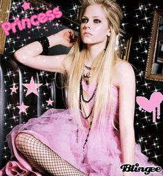 Avril Lavigne is a Canadian singer known for the singles Complicated, I'm With You, Girlfriend, When You're Gone, What The Hell and Keep Holding On. Avril Lavigne Style, Avril Lavigne Photos, Ramones, Princesa Punk, Avril Levigne, The Best Damn Thing, American, Amazing Women, My Girl