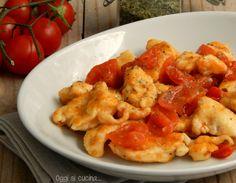 Straccetti di pollo alla pizzaiola http://blog.giallozafferano.it/oggisicucina/straccetti-di-pollo-alla-pizzaiola/